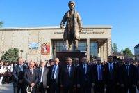 В Дербенте открыли памятник Сулейману Стальскому